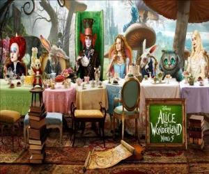 puzzel Alice is de eregast op de gekke Theekransje