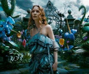 puzzel Alice (Mia Wasikowska) in Wonderland