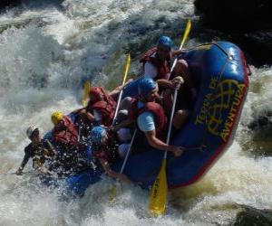 puzzel Avonturiers de rivier met een opblaasbare boot