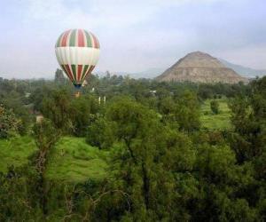 puzzel Ballon in het landschap met passagiers