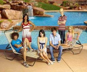 puzzel Chad (Corbin Bleu), Taylor (Monique Coleman), Gabriella Montez (Vanessa Hudgens), Troy Bolton (Zac Efron), Ryan Evans (Lucas Grabeel), Sharpay Evans (Ashley Tisdale) naast het zwembad