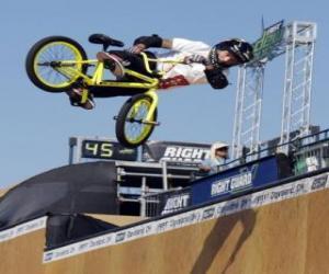 puzzel De acrobatische BMX is een vorm van fietsen