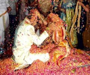 puzzel De bruid en bruidegom op de bruiloft of huwelijk na de hindoe-traditie