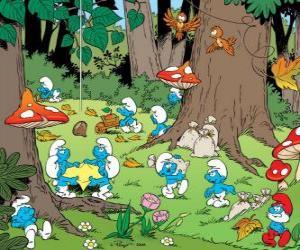 puzzel De Smurfen werken in het bos, het verzamelen van voedsel