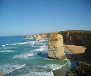 puzzel De Twaalf Apostelen, is een cluster van kalksteen naalden steken uit de zee voor de kust van Port Campbell National Park in Victoria, Australië.