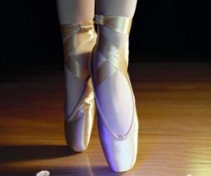 puzzel De voeten van een danser met de balletschoenen, spitzen
