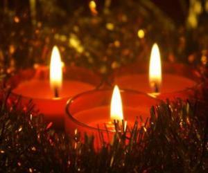 puzzel Drie kerst kaarsen met brandende lont