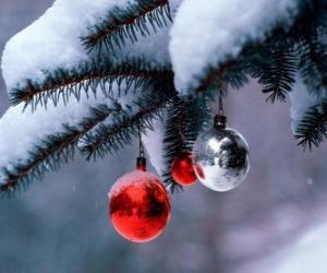 puzzel Drie kerstballen opknoping van boom