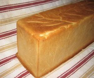 puzzel Een brood gemaakt in een pan brood te snijden in plakjes, net als een gesneden brood