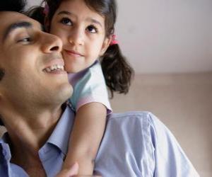puzzel Een dikke knuffel voor papa is de beste cadeau