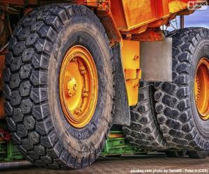 puzzel Een grote dump truck wielen