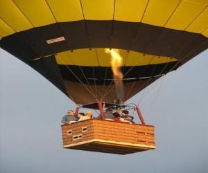 puzzel Familie vliegen in ballon