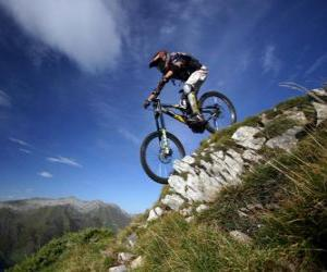 puzzel Fietser klaar voor een downhill racen op zijn fiets