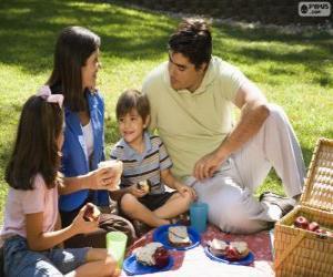 puzzel Gezin in een picknick in het park
