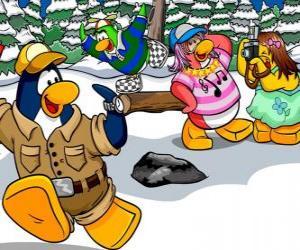 puzzel Groep pinguïns draaien de dag buiten genieten van de sneeuw