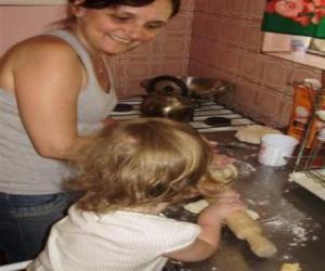 puzzel Grootmoeder onderwijs haar kleindochter te koken