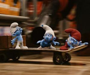 puzzel Grote Smurf, Brilsmurf en Potige Smurf en skateboarden te ontsnappen Gargamel
