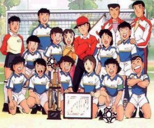 puzzel Het team van Captain Tsubasa met een trofee