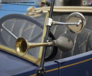 puzzel Hoorn en achteruitkijkspiegel van een oude auto