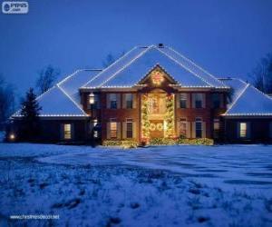 puzzel Huis versierd met kerst ornamenten