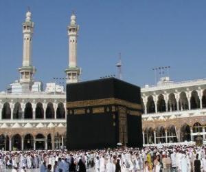 puzzel Islamitische pelgrims lopen rond de Ka'aba, een kubusvormig gebouw in Mekka, Saoedi-Arabië