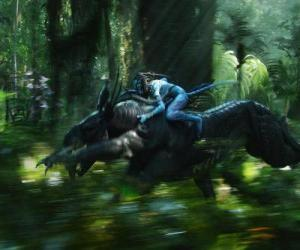 puzzel Jake paardrijden een gevleugelde beest bekend als toruk, de meest gevaarlijke schepsel van Pandora.