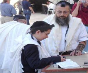 puzzel Jongen studeren met zijn leraar, zowel met Kippah, rituele kleine kalotje