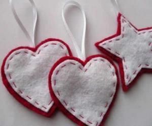 puzzel Kerst ornamenten in de vorm van hartjes en sterren