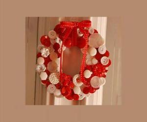 puzzel Kerstkrans gemaakt met knoppen en een rode strik