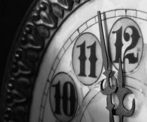 puzzel Klok op de rand van de middernacht
