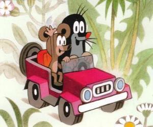 puzzel Krtek het Molletje rijden in een jeep, samen met de kleine muis