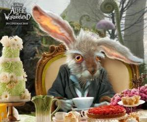 puzzel March Hare, is beroemd om het gooien door de lucht theepotten en andere voorwerpen
