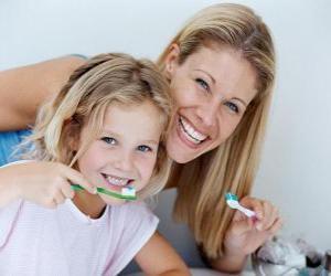 puzzel Meisje haar tanden poetsen, een essentiële praktijk tandheelkundige gezondheid