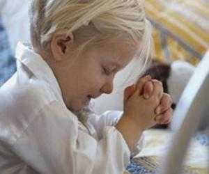 puzzel Meisje met haar handen in een gebed bidden