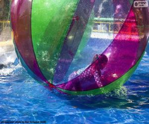 puzzel Meisje op een bal van water