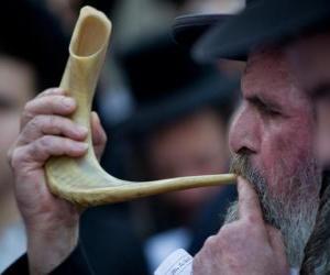 puzzel Mens de sjofar spelen. Wind muziekinstrument typische van Joodse feestdagen