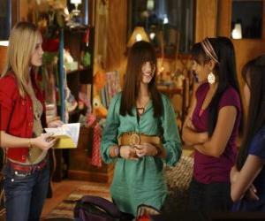puzzel Mitchie Torres (Demi Lovato) door Tess Tyler (Meaghan Jette Martin) en Margaret
