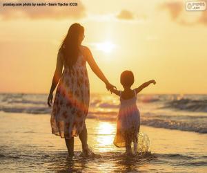 puzzel Moeder met haar dochter op het strand