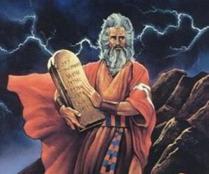 puzzel Mozes met de tabletten van de wet op die zijn geschreven de tien geboden