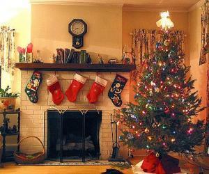 puzzel Open haard in Kerst met de sokken hing en met kerstversieringen