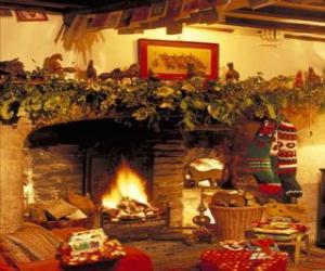 puzzel Open haard met het vuur aangestoken en de kerstversiering