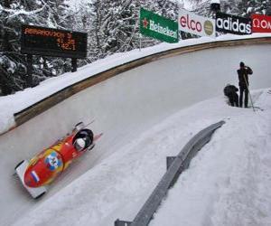 puzzel Oplopende in een bobslee bobslee of twee-crew