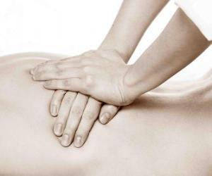 puzzel Patiënt die een therapeutische massage door een fysiotherapeut