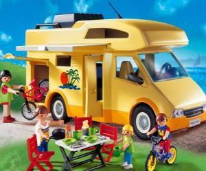 puzzel Playmobil camper, kampeerauto, kampeerwagen, mobilhome, zwerfwagen of motorhome