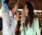 Gabriella Montez (Vanessa Hudgens), Troy Bolton (Zac Efron) karaoke zingen