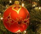Kerstbal versierd met geometrische