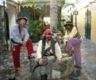 Drie piraten, de kapitein en zijn helpers