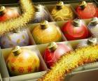 Set van ballen met verschillende kerstversieringen