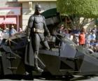 Batman in zijn Batmobiel