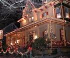 Huis versierd voor Kerstmis